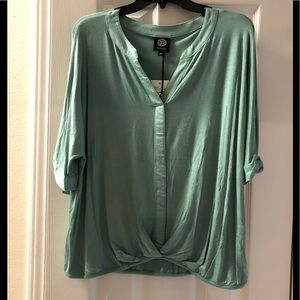 NWT Bobeau 3/4 sleeve twist front top